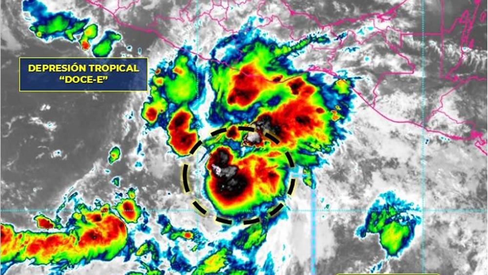 Depresión tropical 'Doce-E' ocasionará fuertes lluvias en Guerrero, Oaxaca y Chiapas - Depresión tropical Doce-E. Foto de SMN