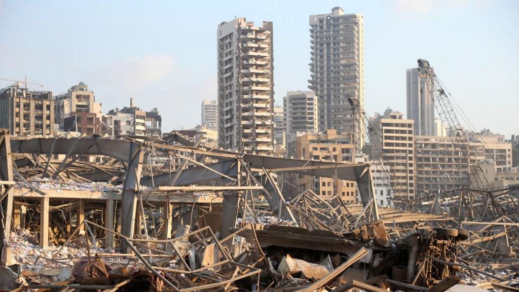 Trump expresa condolencias por explosión en Beirut y anuncia apoyos a Líbano - Destrucción en Beirut tras explosión de almacén con nitrato de amonio. Foto de EFE