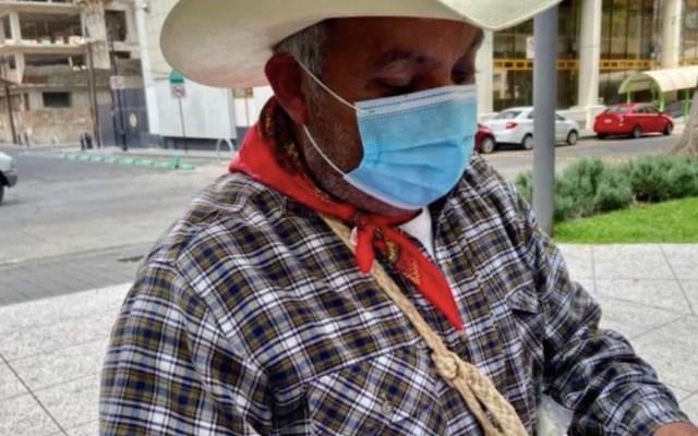 """""""Estoy a punto de quedarme sin casa"""", revela don Chuy, quien debe más de 1 millón de pesos al ISSEMyM por atender a su esposa - Foto de Noticieros Televisa"""