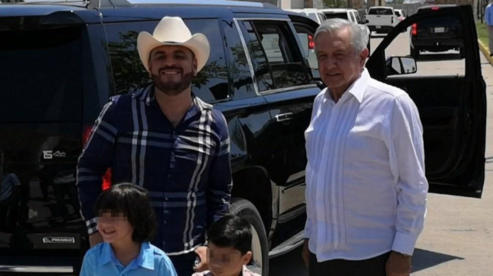 #Video López Obrador se fotografía con 'El Komander' - 'El Komander' y López Obrador en Sinaloa. Foto de Twitter