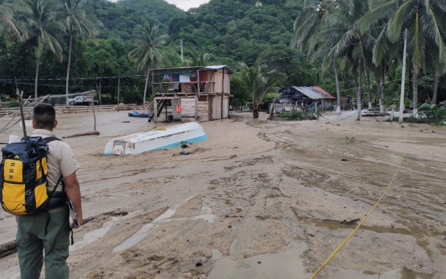 Declaran en Jalisco estado de emergencia por daños de la tormenta tropical Hernán - Evaluación de daños en Jalisco por la tormenta tropical Hernán. Foto de @PCJalisco