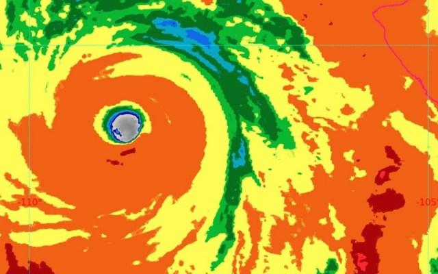 Genevieve se degrada a Huracán Categoría 3; mantiene pronóstico de lluvias intensas en seis estados