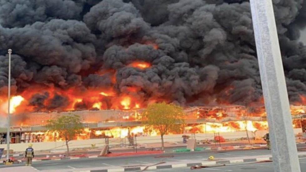 Incendio consume mercado de Ajman, en Emiratos Árabes - Foto de Ajman News