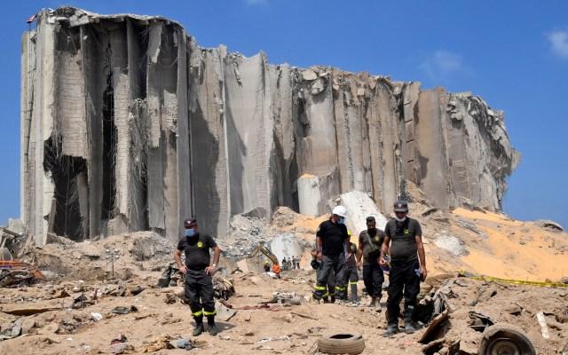 México apoyará a Líbano con 100 mil dólares por explosión en Beirut - Labores de rescate y limpieza de escombros en Beirut tras explosión. Foto de EFE