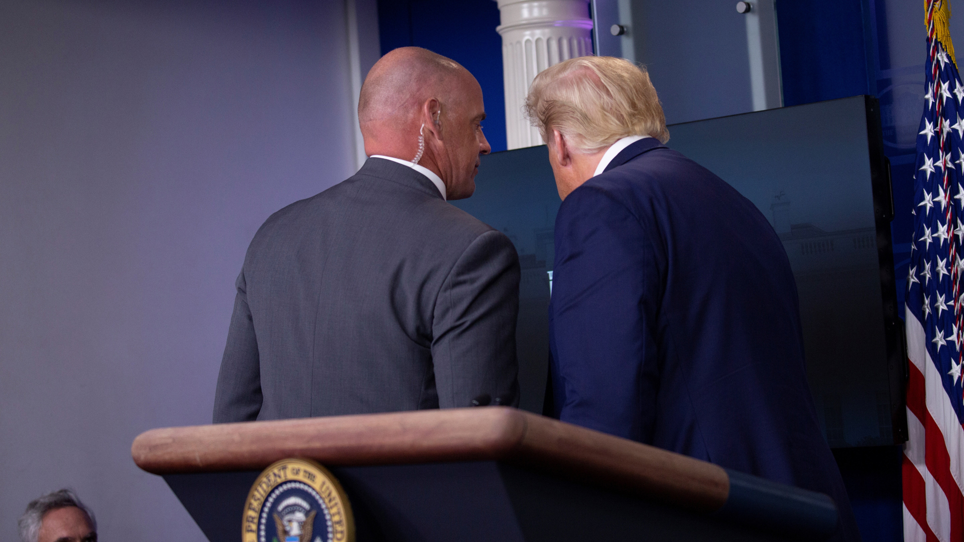Video Servicio Secreto interrumpe en conferencia a Donald Trump ...