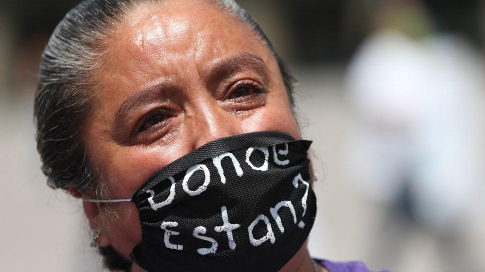 ONU pide al Senado mexicano aprobar iniciativa para investigar desapariciones - Mujer que busca a familiar desaparecido en México. Foto de EFE
