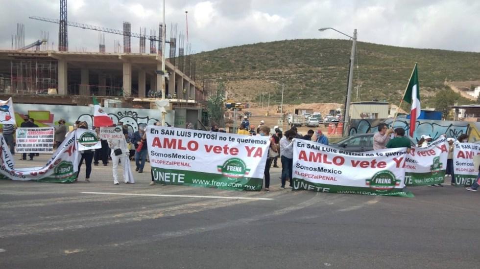 Protestas en SLP durante reunión de la Conago - Foto de El Exprés