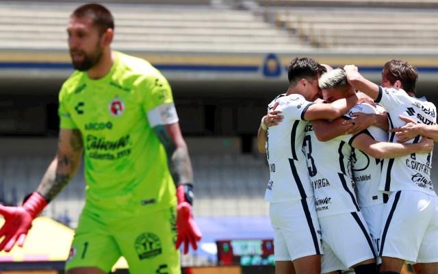Tras golear a Xolos, Pumas mantiene el invicto en la Liga MX - Pumas UNAM Xolos celebración 300820201