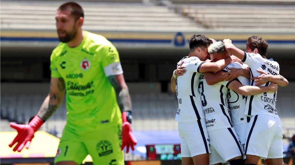 Pumas mantiene el invicto tras golear a Xolos - Pumas UNAM Xolos celebración 300820201