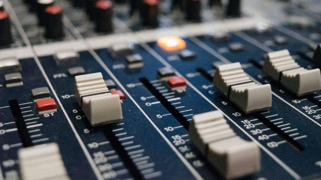 Grupo PRISA tomará acciones legales contra nuevos socios tras irrupción en W Radio - Radio consola programa