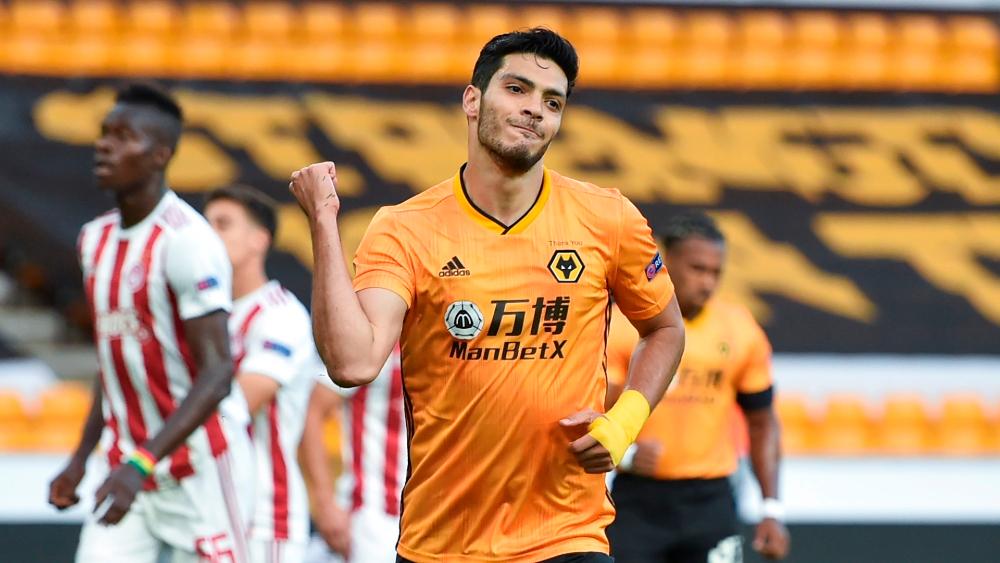 Raúl Jiménez le da la ventaja al Wolverhampton en Europa League - Foto de EFE