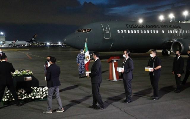 Repatrian 18 urnas de mexicanos fallecidos en EE.UU. por COVID-19 - Foto de EFE