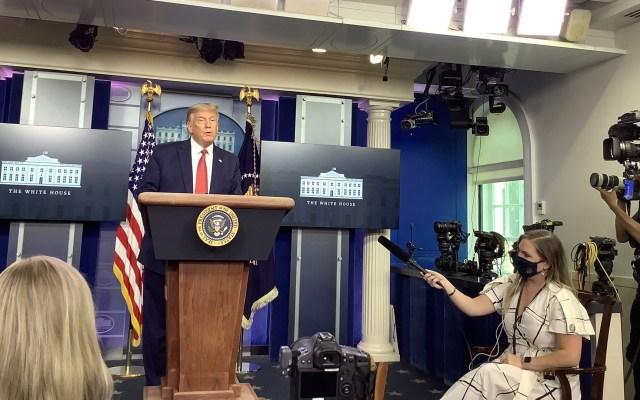 #Video Servicio Secreto interrumpe en conferencia a Donald Trump por tiroteo afuera de la Casa Blanca - Trump en conferencia de prensa. Foto de @JenniferJJacobs