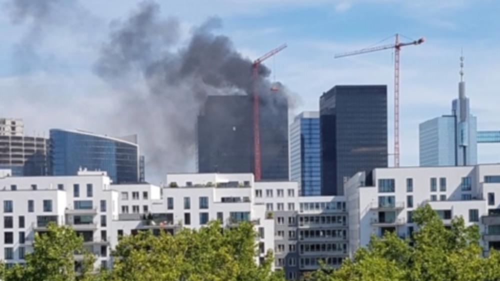 Controlan incendio en torre del World Trade Center de Bruselas, Bélgica - Foto de @SVNewsAlerts