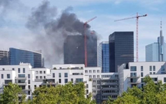 Se incendia una torre del World Trade Center de Bruselas, Bélgica - Foto de @SVNewsAlerts