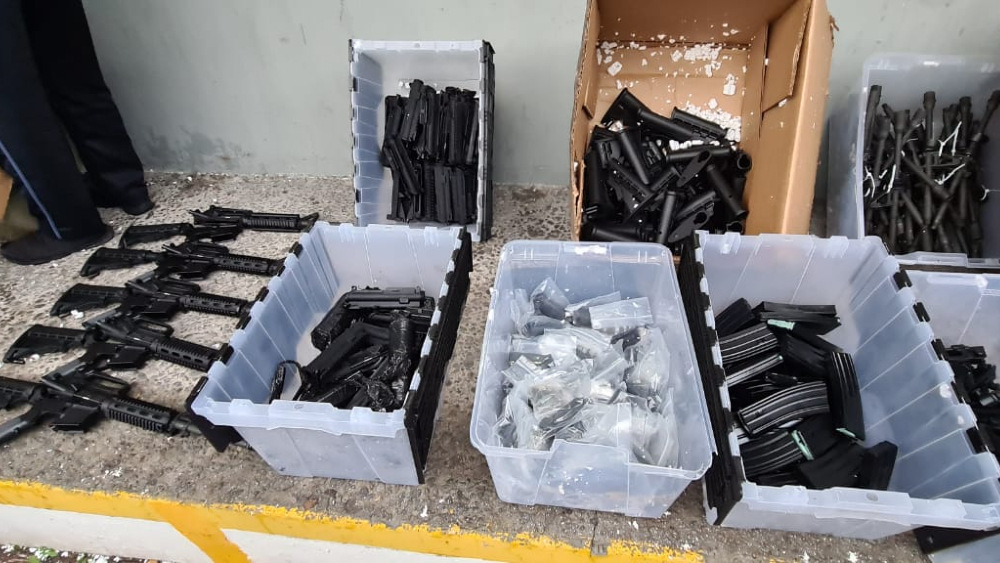 Aseguran 80 armas y cargadores de alto calibre en el Edomex