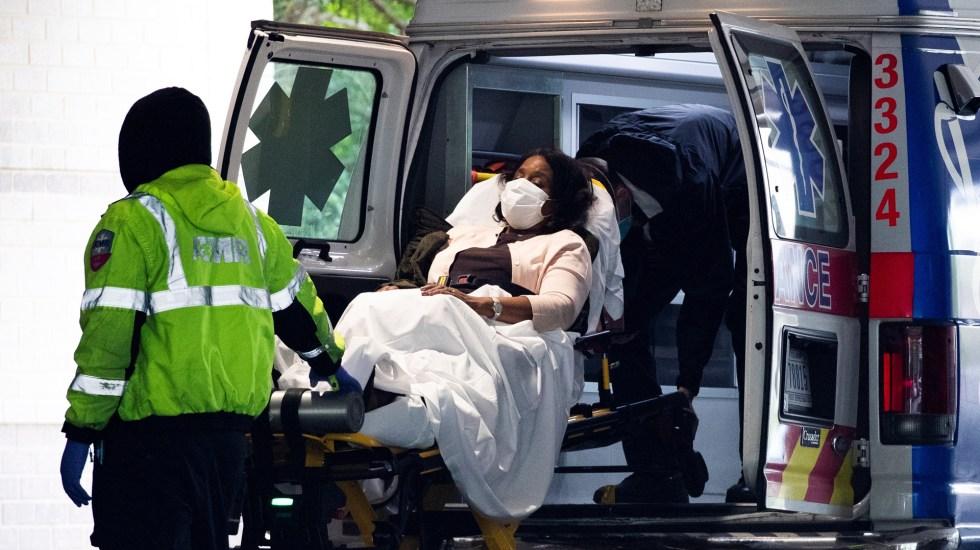 Supera EE.UU. los 6 millones de casos de COVID-19 y las 184 mil muertes - Atención de paciente con COVID-19 en Nueva York, EE.UU. Foto de EFE