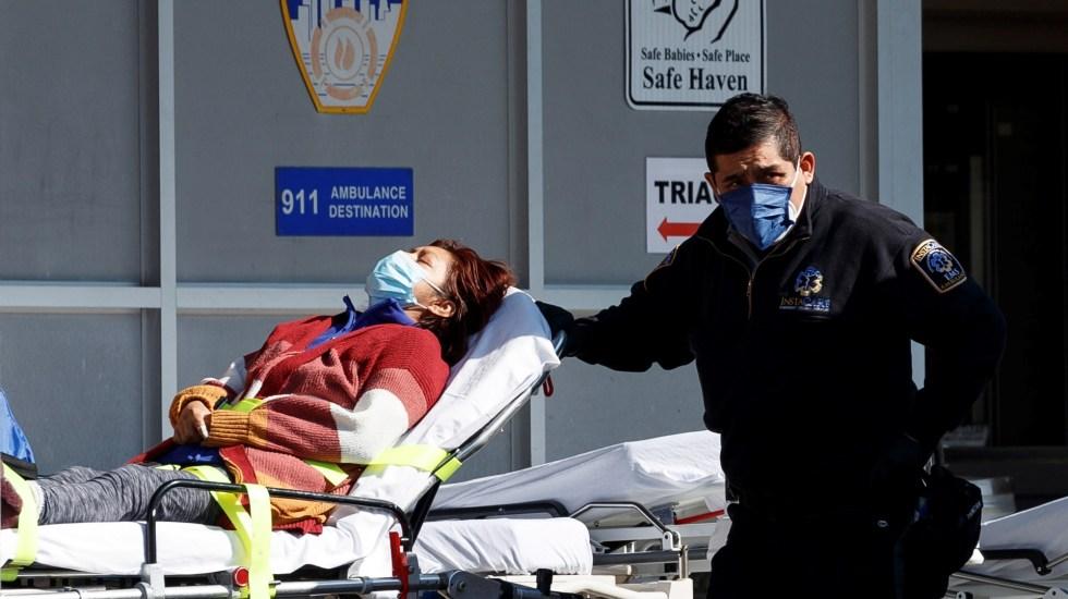 Supera EE.UU. las 350 mil muertes por coronavirus - Atención hospitalaria en EE.UU. a paciente de COVID-19. Foto de EFE