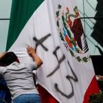 Padres de los 43 normalistas de Ayotzinapa protestarán ante la FGR