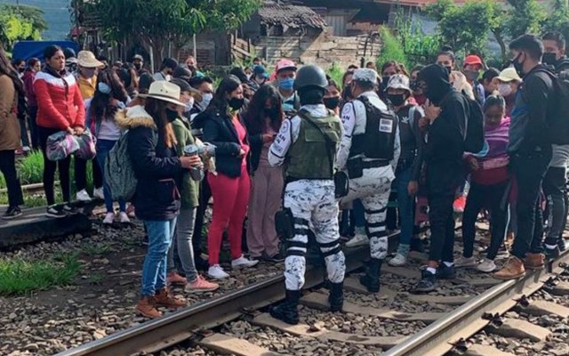 Bloqueos de normalistas a vías del tren en Michoacán provocan pérdidas de 100 mdp; FGR inicia investigación - Foto de La Voz de Michoacán