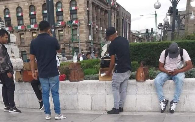 Detienen en la Alameda Central capitalina a boleros por amenazas - Boleros en La Alameda de la Ciudad de México. Foto Especial