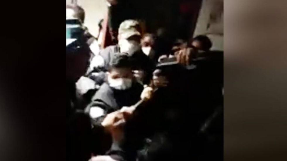 Policías del Edomex desalojan a mujeres que ocupaban Visitaduría del Codhem en Ecatepec - Foto de captura de pantalla