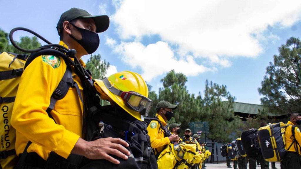 México envía a EE.UU. a 100 combatientes para controlar incendios en California - Combatientes mexicanos enviados a EE.UU. Foto de Conafor
