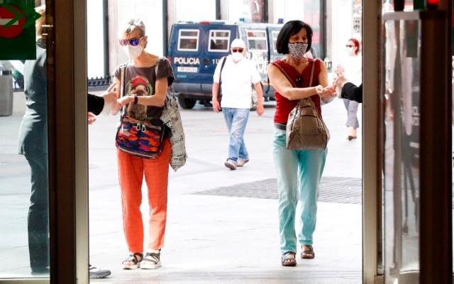 España suma 37 mil 889 nuevos contagios y 217 muertos más por COVID-19 desde el viernes - Foto de EFE