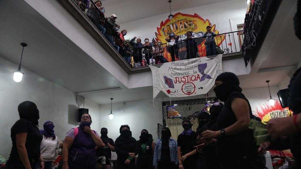 Ocupación feminista de la CNDH cumple 14 días con fisuras. Noticias en tiempo real