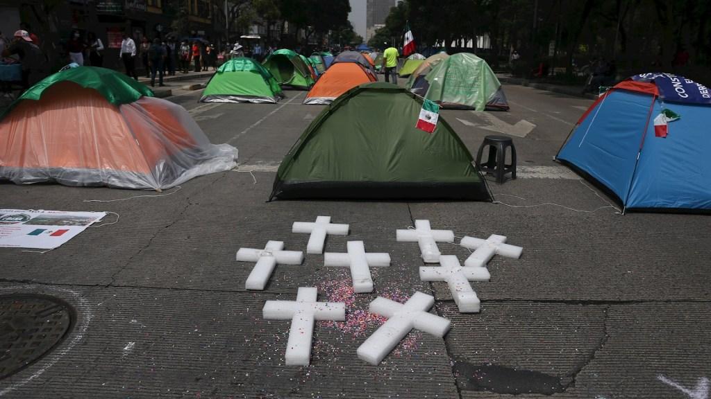 """López Obrador """"nos quiere llevar al comunismo""""; FRENAAA se mantiene en Av. Juárez - FRENAAA campamento Ciudad de México"""