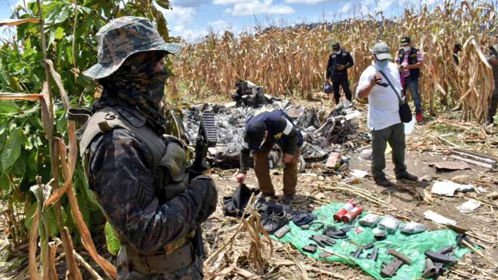 Aeronave robada en Morelos aparece accidentada en Guatemala; hay dos muertos - Foto de @Ejercito_GT