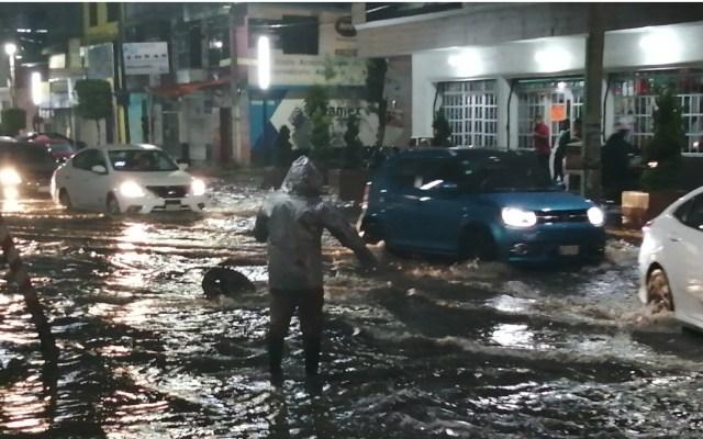 #Video Fuertes lluvias provocan severas inundaciones en Iztapalapa; suspenden ceremonia del Grito de Independencia - Iztapalapa lluvias Ciudad de MéxicoIztapalapa lluvias Ciudad de México