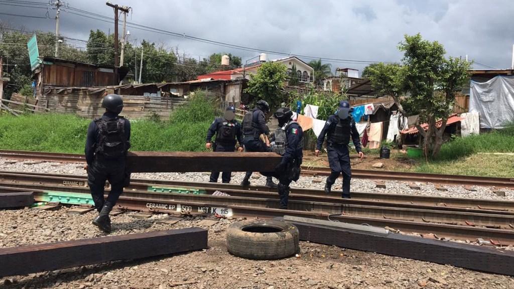 Liberan vías del tren en Michoacán bloqueadas por la CNTE - Liberación de vías del tren en Michoacán. Foto de @MICHOACANSSP