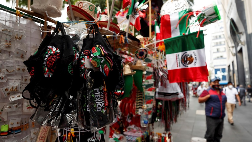 México inicia fiestas patrias con respaldo del Ejército al presidente - Foto de EFE/ José Méndez.