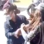 #Video Mujer cachetea a alcalde en Tlaxcala; lo acusa por incumplir compromisos