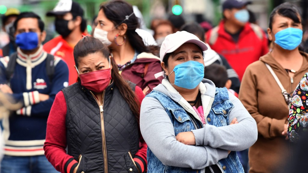 Pobreza y violencia, legado de la pandemia para las mujeres de Latinoamérica - Foto de EFE