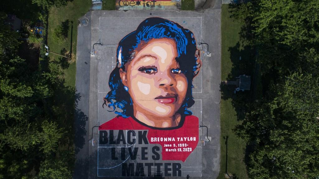 Indemnizan en EE.UU. con 12 mdd a familia de afroamericana muerta a manos de la Policía - Mural de Breonna Taylor en EE.UU. Foto de EFE