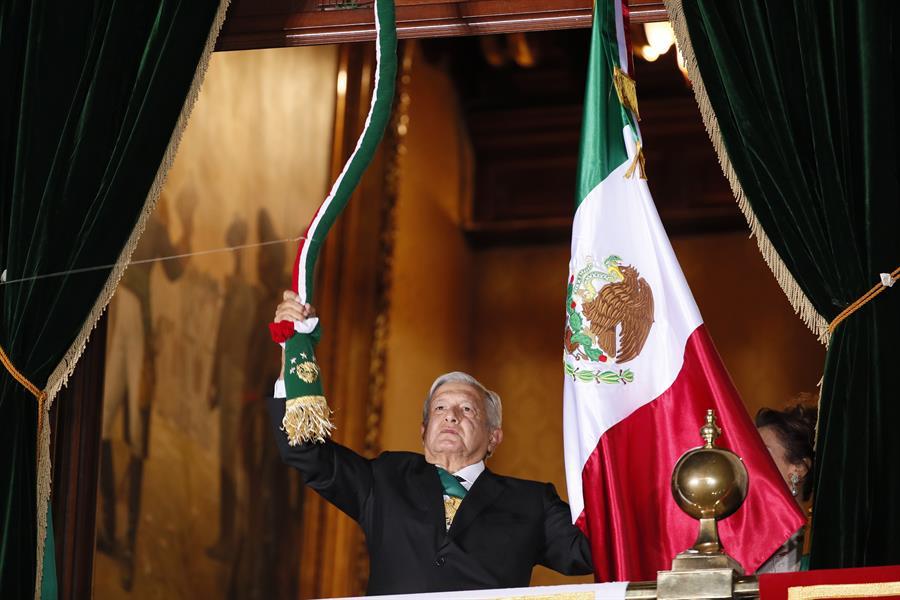 Presidente Andrés Manuel López Obrador durante Grito de Independencia. Foto de José Mendez/EFE.