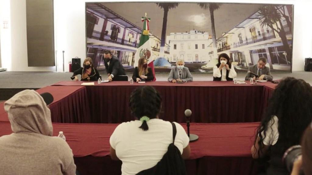 Dialoga Sánchez Cordero con familiares de víctimas que tomaron CNDH. Noticias en tiempo real