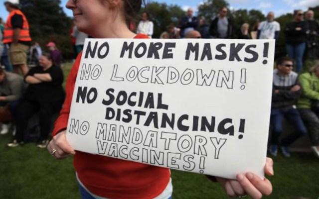 Cientos de personas se manifiestan en Escocia contra las restricciones por el COVID-19 - Foto de The National Scotland