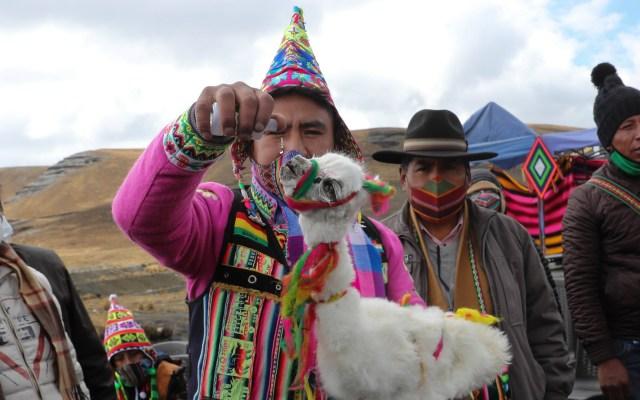 """El mes de la """"Pachamama"""" comienza en Bolivia - Realización del rito"""