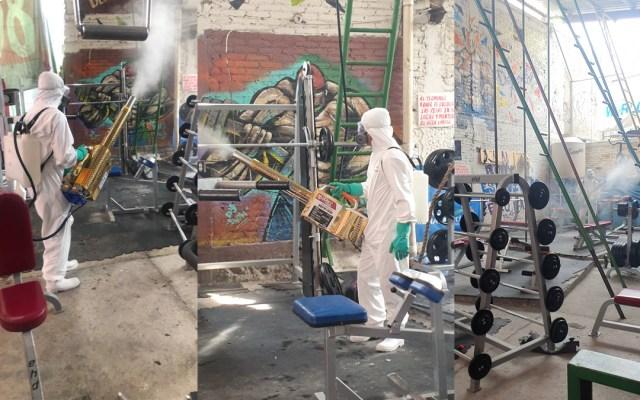 Sanitizan el gimnasio Las Barras Praderas tras muerte por COVID-19 de 'La Jefa' - Sanitización del gimnasio Las barras praderas. Foto de @GYM.LABOMBA