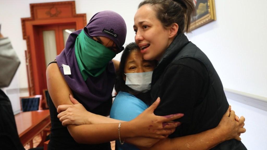Madres de víctimas de feminicidio que tomaron instalaciones de la CNDH exigen renuncia de Rosario Piedra - Foto de EFE