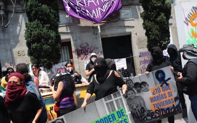Sheinbaum señala a vicepresidenta de GINgroup por financiar a feministas que tomaron edificio de CNDH - Foto de EFE