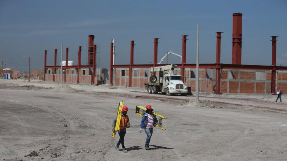 Aeropuerto 'Felipe Ángeles', el más importante que se está construyendo en el mundo: AMLO - Trabajadores en construcción del Aeropuerto Internacional de Santa Lucía. Foto de EFE