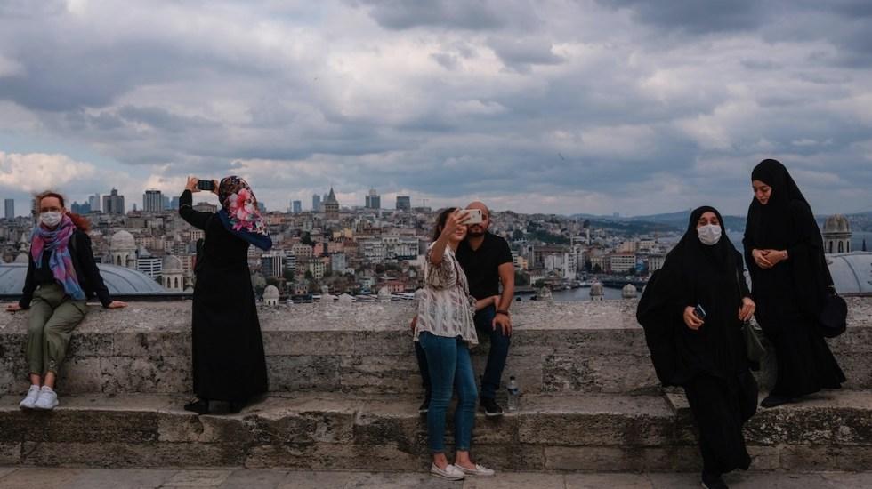 Turquía sancionará con cárcel a pacientes con COVID-19 que mientan sobre contactos - Foto de EFE