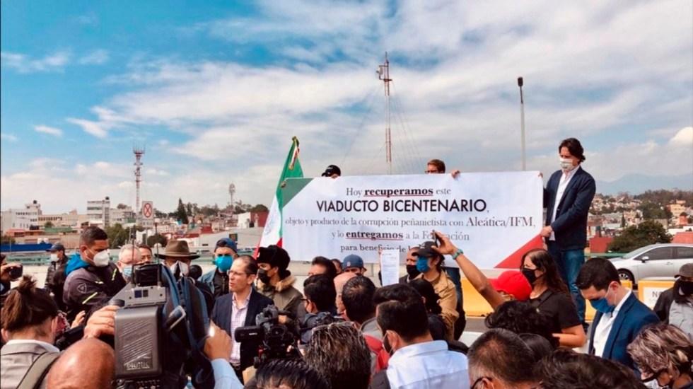 Manifestantes toman el Viaducto Bicentenario. Acusan a constructora de operar y explotarla de forma ilegal - El abogado Paulo Díez Gargari lider la toma de la vía. Foto @PDiezG
