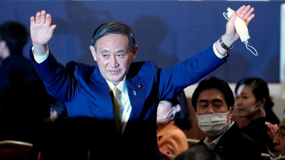 Yoshihide Suga logra amplio apoyo de su partido para ser nuevo primer ministro de Japón - El nuevo líder del PLD, Yoshihide Suga, celebra su elección en Tokio. Foto de EFE