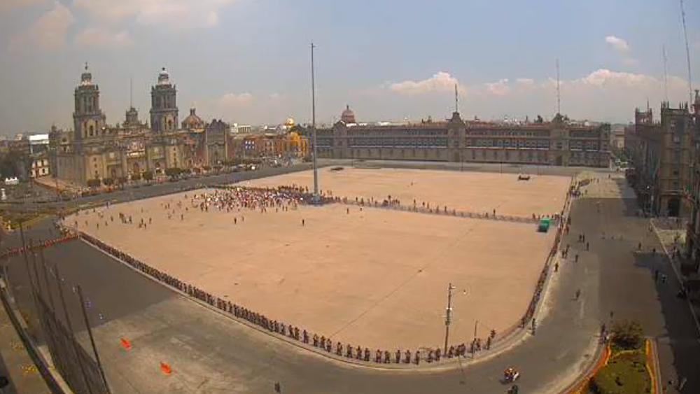 Contingente de FRENAAA llega al Zócalo de la CDMX; aseguran que hoy por la tarde lo llenarán - Foto de Webcams de México