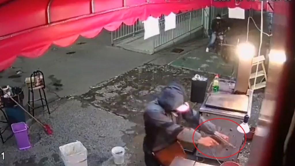 #Video Asaltan con subfusil taquería en Iztapalapa - Asalto en taquería de Iztapalapa. Captura de pantalla